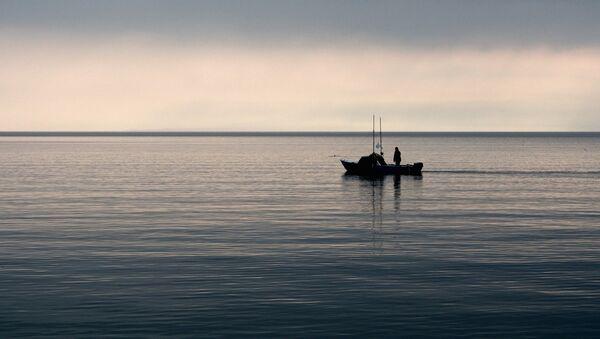 Рыбаки в открытом море, фото из архива - Sputnik Азербайджан