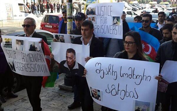 Перед посольством Армении в Тбилиси прошла акция с требованием освободить Дильгама Аскерова и Шахбаза Гулиева - Sputnik Азербайджан