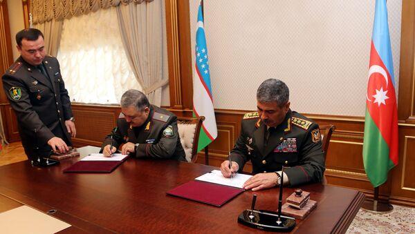 Подписан план двустороннего военного сотрудничества между Азербайджаном и Узбекистаном - Sputnik Азербайджан