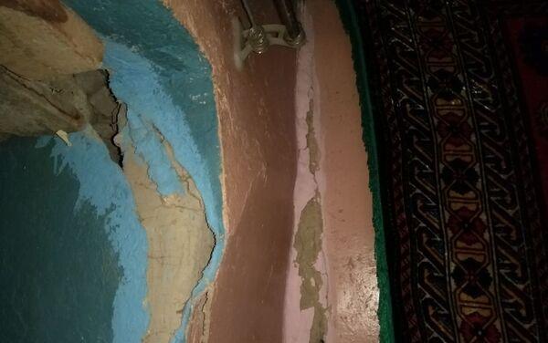 В Шеки во время землетрясения в одном из домов образовались трещины - Sputnik Азербайджан