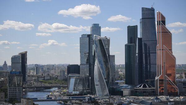 Вид на международный деловой центр Москва-Сити с гостиницы Украина в Москве - Sputnik Азербайджан