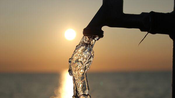 Вода на фоне заката, фото из архива - Sputnik Азербайджан