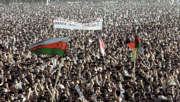Жители Баку и Азербайджана на митинге в 1988 году - Sputnik Азербайджан