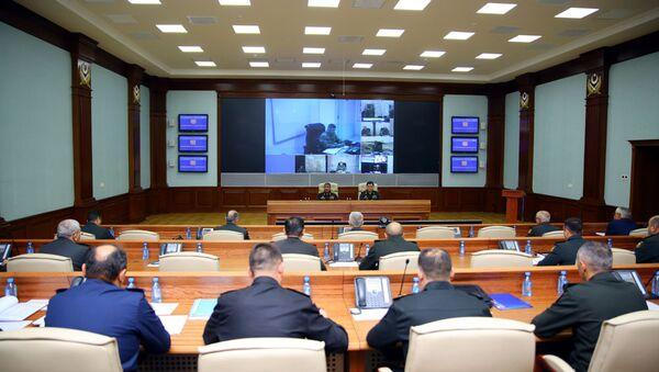 Проведено служебное совещание с руководящим составом, привлеченным к командно-штабным военным играм - Sputnik Азербайджан