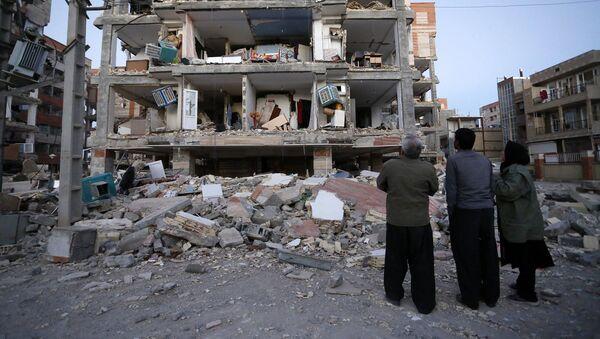 Последствия землетрясения в городе Сарполь-э-Захаб на западе Ирана - Sputnik Азербайджан