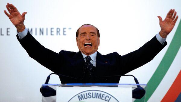 Лидер партии Forza Italia  (Вперед, Италия) Сильвио Берлускони, 2 ноября 2017 года - Sputnik Азербайджан