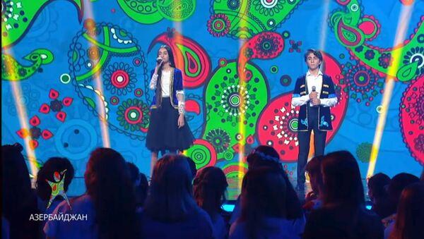 Кямран Мамедов и Хумай Эминзаде (дуэт Buta) на международном музыкальном проекте Во весь голос - Sputnik Азербайджан
