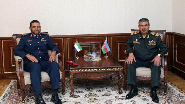 Министр обороны Азербайджана Закир Гасанов встретился с бригадным генералом ОАЭ Салимом Аль-Шамси - Sputnik Азербайджан