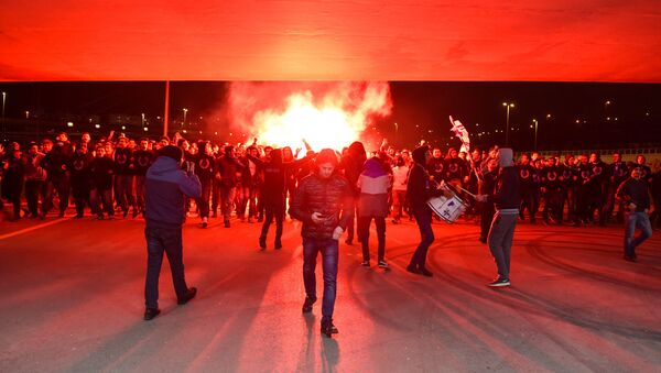 Члены фан-клуба Имарет Тайфа Карабаха у Бакинского олимпийского стадиона - Sputnik Азербайджан
