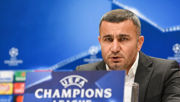Главный тренер Карабаха Гурбан Гурбанов во время постматчевой пресс-конференции в Баку, 22 ноября 2017 года - Sputnik Азербайджан