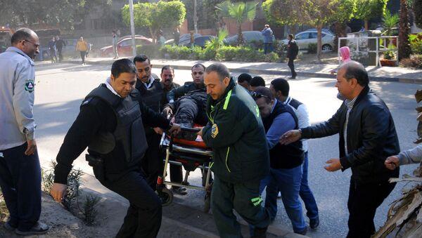 Медики оказывают помощь пострадавшим в результате теракта в Египте, фото из архива - Sputnik Азербайджан