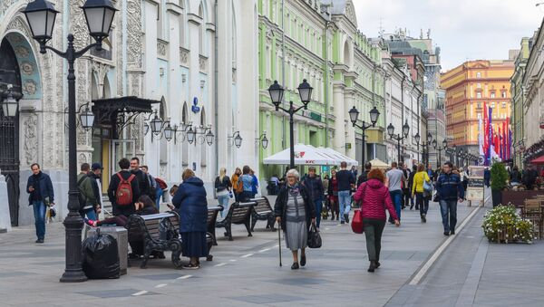 Прохожие на улице Никольская в центре Москвы, фото из архива - Sputnik Азербайджан