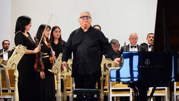 Предъюбилейный концерт народного артиста Азербайджана Фархада Бадалбейли - Sputnik Азербайджан