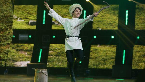 Азербайджанский танец Чобан на сцене Ты супер! Танцы - Sputnik Азербайджан