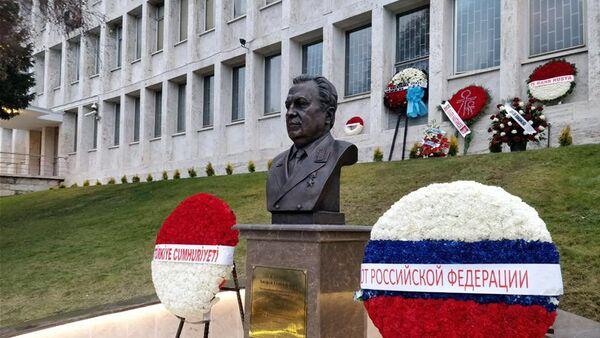 В Посольстве России в Анкаре состоялась торжественная церемония открытия бюста бывшего российского посла в Турции Андрея Карлова - Sputnik Азербайджан