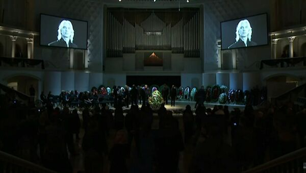 Церемония прощания с Дмитрием Хворостовским в Москве - Sputnik Азербайджан