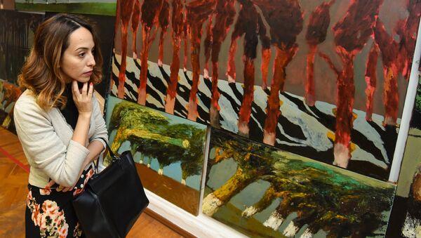 """Выставка картин Нияза Наджафова """"Без названия"""" в Музейном центре - Sputnik Азербайджан"""