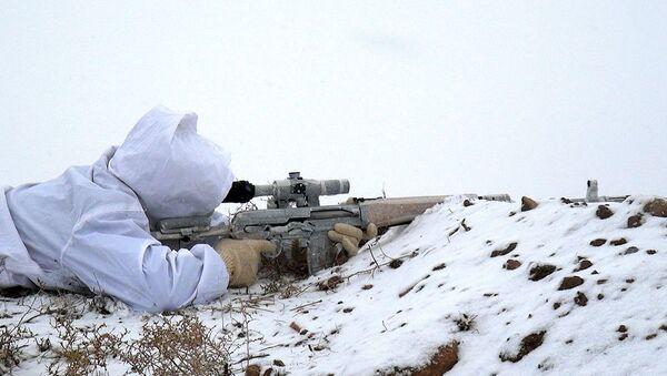 Учебные сборы снайперов в Отдельной Общевойсковой Армии - Sputnik Азербайджан