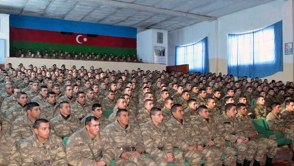 В воинских частях, дислоцированных в прифронтовой зоне, проведены мероприятия по психологическому просвещению - Sputnik Азербайджан