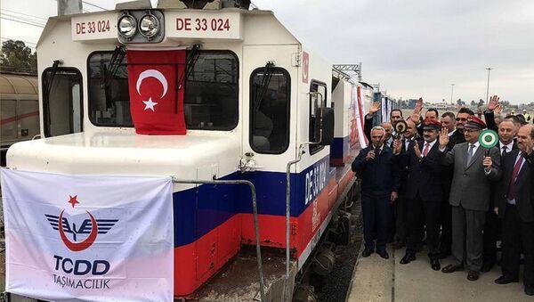Первый поезд, отправленный из турецкого Мерсина в Баку по БТК - Sputnik Азербайджан