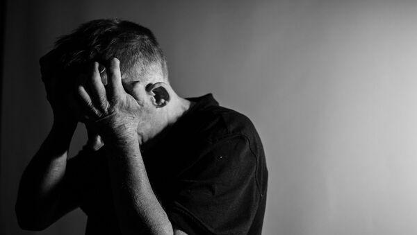 Мужчина в депрессии, фото из архива - Sputnik Азербайджан