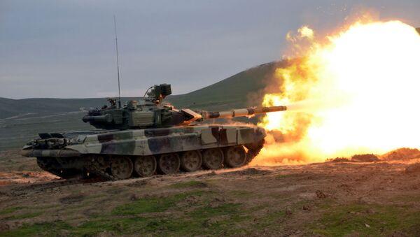 Занятия по боевой стрельбе в танковых подразделениях ВС Азербайджана - Sputnik Азербайджан