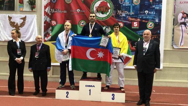 Следователь Бинагадинского РУП Эльдар Абдуллаев занял первое место по джиу-джитсу - Sputnik Азербайджан