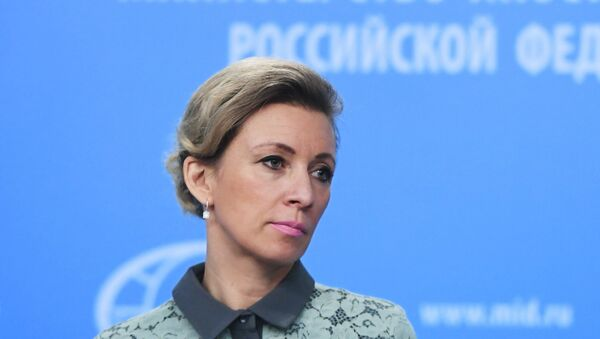 Официальный представитель министерства иностранных дел России Мария Захарова во время брифинга в Москве - Sputnik Азербайджан