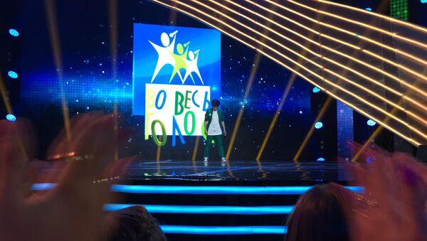 Участник международного музыкального конкурса Во весь голос Рустам Керимов выступил на очередном отчетном концерте проекта - Sputnik Азербайджан