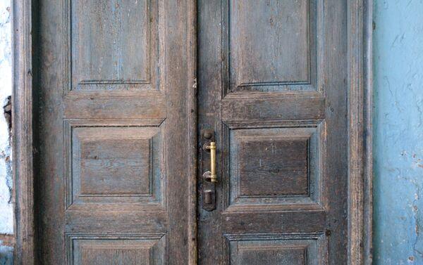Дверь покрыта патиной годов - Sputnik Азербайджан