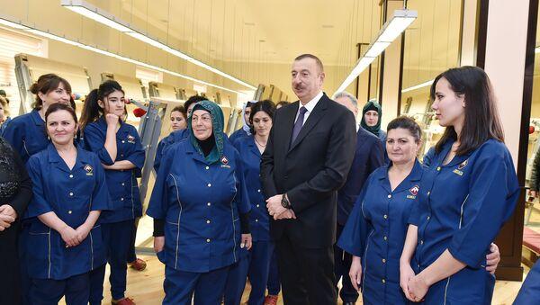 Президент Ильхам Алиев на открытии губинского филиала ОАО Azərxalça - Sputnik Азербайджан