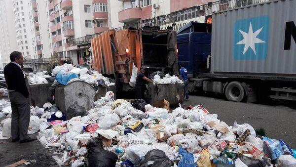 Сотрудники МЭПР АР занимаются уборкой мусора - Sputnik Азербайджан