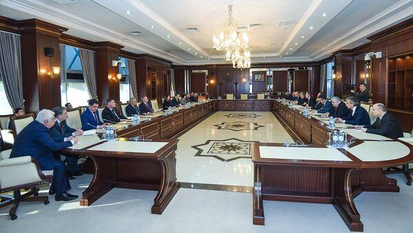Встреча азербайджанских депутатов с делегацией во главе с председателем комитета Государственной думы Российской Федерации по делам СНГ - Sputnik Азербайджан