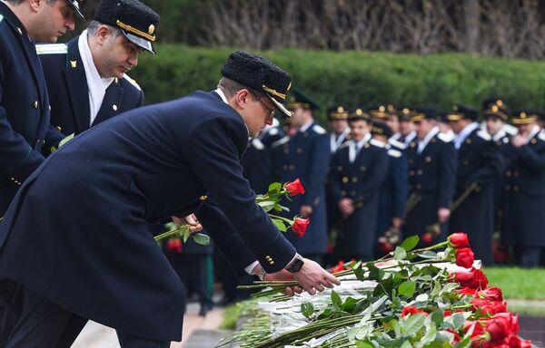 Четырнадцать лет со дня смерти Общенационального лидера Гейдара Алиева - Sputnik Азербайджан