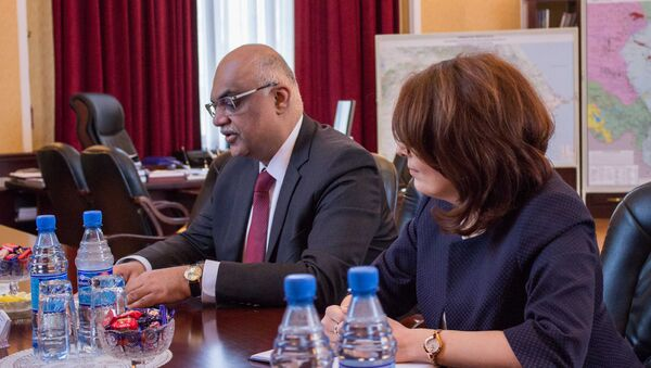 Менеджер Statoil по Азербайджану Фавад Гурейши во время встречи с министром энергетики АР Парвизом Шахбазовым - Sputnik Азербайджан