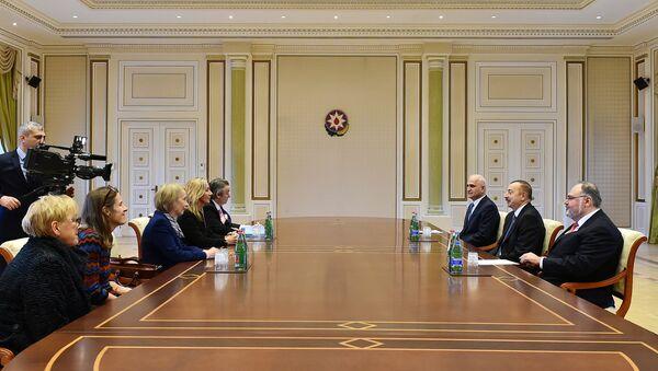 Ильхам Алиев принял делегацию во главе с Государственным министром Великобритании по торговле и поощрению экспорта, сопредседателем межправительственной комиссии баронессой Роной Фэйрхед - Sputnik Азербайджан