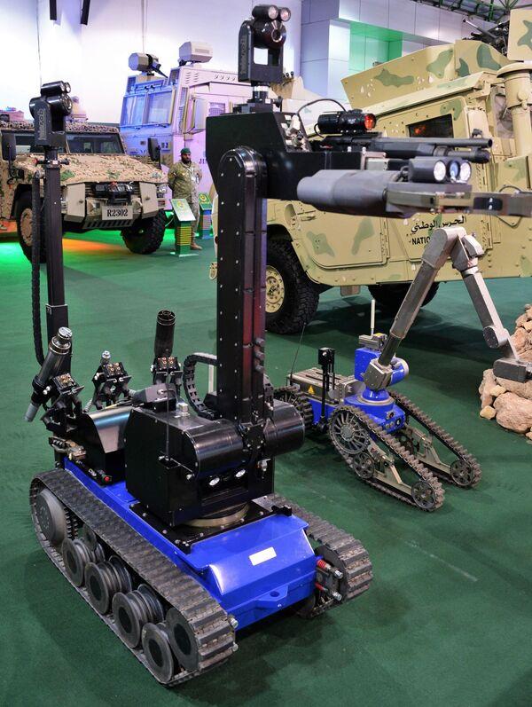 Робототехнические комплексы вооруженных сил Кувейта на международной выставке вооружения и военной техники Gulf Defence & Aerospace-2017 в Эль-Кувейте - Sputnik Азербайджан
