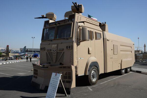 Автомобиль для разгона митингов Titan Национальной гвардии Кувейта на международной выставке вооружения и военной техники Gulf Defence & Aerospace-2017 в Эль-Кувейте - Sputnik Азербайджан