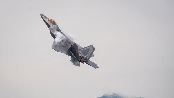 Американский истребитель F22 Raptor, фото из архива - Sputnik Azərbaycan