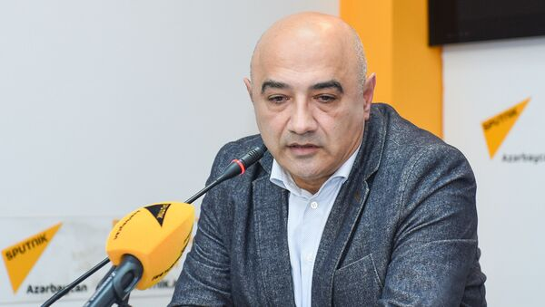 Азербайджанский политолог Тофиг Аббасов - Sputnik Азербайджан