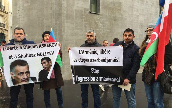 Акция протеста перед посольством Армении во Франции в поддержку Дильгама Аскерова и Шахбаза Гулиева - Sputnik Азербайджан