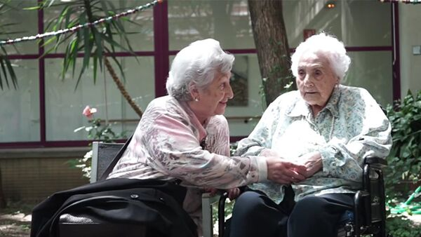 116-летняя Ана Мария Вела Рубио с 89-летней дочерью, фото из архива - Sputnik Азербайджан