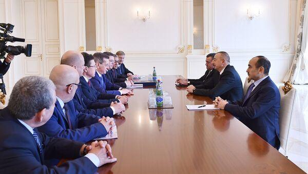 Ильхам Алиев принял делегацию во главе с губернатором Астраханской области России - Sputnik Азербайджан