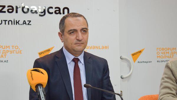 Председатель Центра изучения экономических ресурсов Руслан Атакишиев - Sputnik Азербайджан