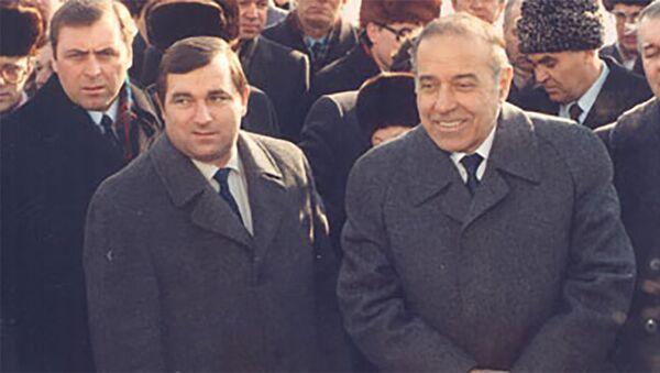 Александр Алексеевич Иванов и Гейдар Алиев - Sputnik Азербайджан