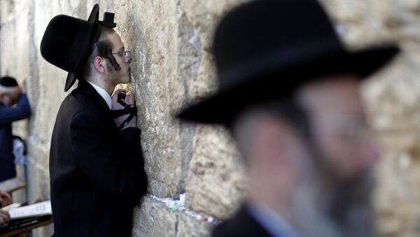 Евреи у Стены плача в Старом городе Иерусалима накануне праздника Йом-Киппур, фот о из архива - Sputnik Азербайджан