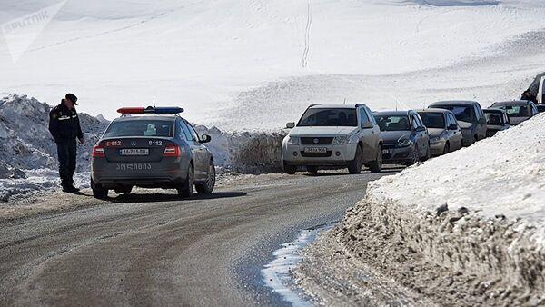 Патрульная полиция временно закрывает участок Военно-грузинской дороги - Sputnik Азербайджан