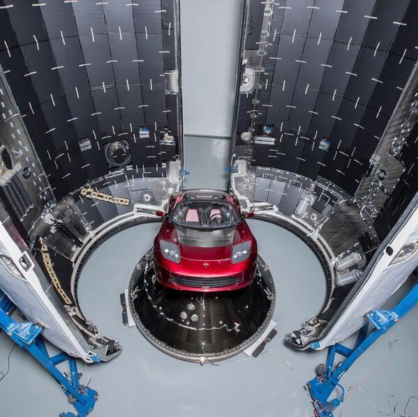 Электромобиль Tesla Roadster - Sputnik Азербайджан