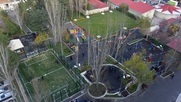 Проект Наш двор в Насиминском районе Баку - Sputnik Азербайджан