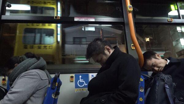 Автобус для перебравших на корпоративах японцев - Sputnik Азербайджан